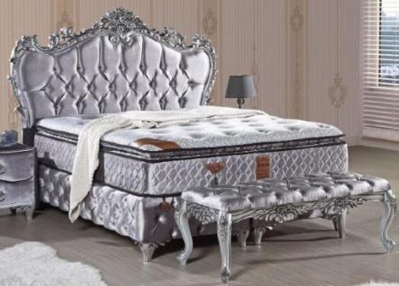 Casa Padrino Barock Doppelbett Silber - Prunkvolles Samt Bett mit Glitzersteinen und Matratze - Barock Schlafzimmer Möbel