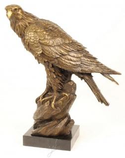 Casa Padrino Luxus Bronze Skulptur Adler auf Felsen Bronze / Gold / Schwarz H. 50, 5 cm - Luxus Qualität