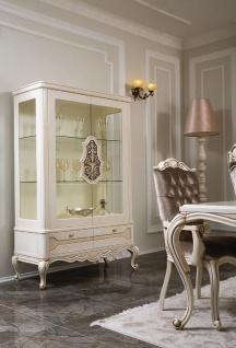 Casa Padrino Luxus Barock Vitrine Weiß / Beige / Braun 118 x 49 x H. 186 cm - Massivholz Vitrinenschrank mit 2 Glastüren und 2 Schubladen - Möbel im Barockstil