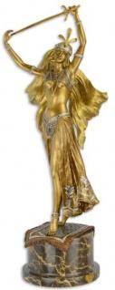 Casa Padrino Luxus Bronzefigur Schwerttänzerin Gold / Silber / Bronze / Schwarz 23, 3 x 19, 1 x H. 59, 8 cm - Bronze Skulptur mit Marmorsockel - Deko Accessoires