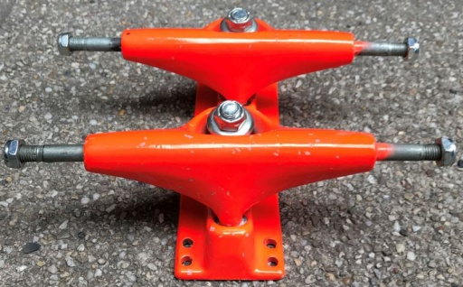 V-Skateboard Achsen Set Orange 7.5 inch - Lagerware mit leichten Kratzern
