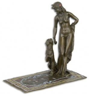 Casa Padrino Luxus Bronzefigur Kleopatra mit Panther Bronzefarben / Braun / Gold 17, 1 x 10 x H. 16, 8 cm - Elegante Dekofigur - Schreibtisch Deko