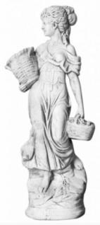 Casa Padrino Jugendstil Deko Beton Figur / Skulptur Frau mit Körben Weißgrau H. 69 cm - Garten & Terrassen Dekoration