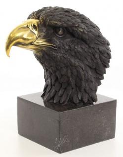 Casa Padrino Luxus Bronzefigur Adlerkopf auf Marmorsockel Schwarz / Gold 17, 9 x 27 x H. 33, 2 cm - Wohnzimmer Deko