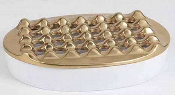 Casa Padrino Designer Aschenbecher Antik Messingfarben / Weiß Ø 20 cm - Runder Aluminium Aschenbecher - Wohnzimmer Deko