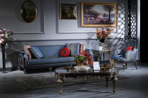 Casa Padrino Luxus Barock Wohnzimmer Set Blau / Gold - 2 Sofas & 2 Sessel & 1 Couchtisch & 2 Beistelltische - Prunkvolle Barock Möbel - Luxus Qualität