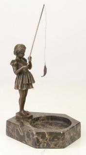 Casa Padrino Luxus Aschenbecher mit Bronzefigur Mädchen mit Angel Bronzefarben / Grau 16, 4 x 15, 1 x H. 22, 3 cm - Luxus Dekoration