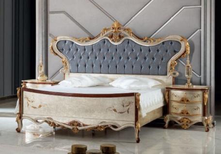 Casa Padrino Luxus Barock Schlafzimmer Set Blau / Silber - 1 Doppelbett mit Kopfteil & 2 Nachttische - Schlafzimmer Möbel im Barockstil - Edel & Prunkvoll