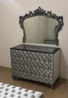 Casa Padrino Barock Schlafzimmer Kommode mit elegantem Wandspiegel Silber - Massivholz Schrank mit Spiegel - Schlafzimmer Möbel im Barockstil