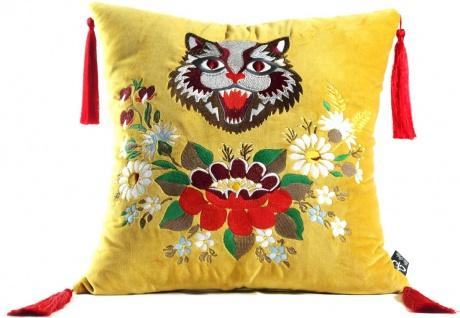 Casa Padrino Luxus Deko Kissen mit Troddeln Cat Gelb / Mehrfarbig 45 x 45 cm - Feinster Samtstoff - Wohnzimmer Kissen