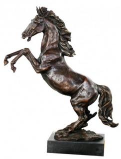 Casa Padrino Luxus Bronze Figur Wildes Pferd auf Natursteinsockel Höhe 90 cm - Pferde Skulptur