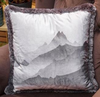 Casa Padrino Luxus Deko Kissen Gebirge mit See Grau 45 x 45 cm - Bedrucktes Samt Kissen mit Fransen - Wohnzimmer Deko Accessoires