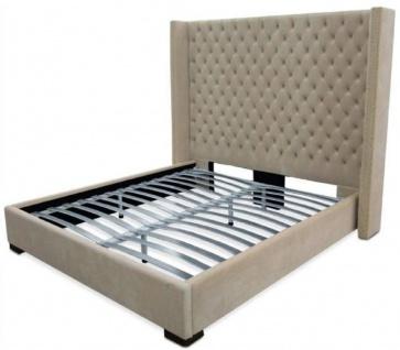 Casa Padrino Luxus Samt Doppelbett Sandfarben / Schwarz 220 x 218 x H. 180 cm - Massivholz Bett mit edlem Chesterfield Kopfteil - Schlafzimmer Möbel