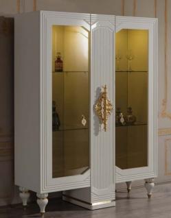 Casa Padrino Luxus Barock Vitrine Weiß / Gold 125 x 49 x H. 169 cm - Beleuchteter Massivholz Vitrinenschrank mit 2 Glastüren - Edle Barock Möbel