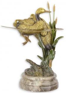 Casa Padrino Luxus Bronzefigur Enten im Teich Gold / Mehrfarbig / Grau 35, 8 x 31, 6 x H. 51, 3 cm - Bronze Skulptur mit Marmorsockel - Wohnzimmer Deko