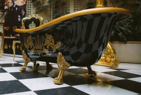 Pompöös by Casa Padrino Luxus Badewanne Deluxe freistehend von Harald Glööckler Schwarz / Gold / Schwarz 1560mm mit goldfarbenen Löwenfüssen - Vorschau 3