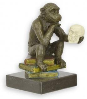 Casa Padrino Designer Bronzefigur mit Marmorsockel Studierter Affe Bronze / Mehrfarbig / Schwarz 8, 1 x 12, 3 x H. 14, 3 cm - Schreibtisch Deko - Deko Accessoires