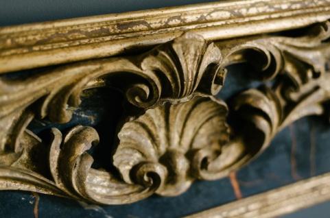 Casa Padrino Barock Spiegel Schwarz / Gold 104, 5 x H. 128 cm - Prunkvoller handgefertigter Wandspiegel mit dekorativem Rahmen und wunderschönen Verzierungen - Vorschau 2