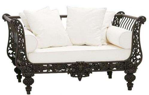 Casa Padrino Luxus Barock Sofa Dunkelbraun / Weiß 140 x 87 x H. 77 cm - Handgeschmiedetes Schmiedeeisen Sofa mit Kissen - Wohnzimmer Sofa - Garten Sofa - Terrassen Sofa - Barock Möbel