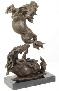 Casa Padrino Luxus Bronze Skulptur Kämpfende Pferde Bronze / Schwarz 33 x 14, 3 x H. 51 cm - Deko Bronzefigur mit Marmorsockel