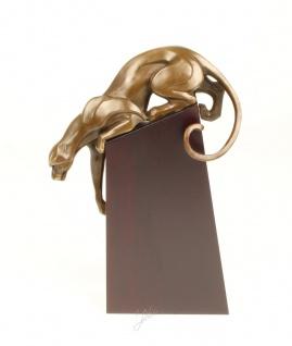 Anmutende Bronze Figur Skulptur Panther auf Holzsockel aus der Luxus Kollektion von Casa Padrino