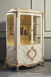 Casa Padrino Luxus Barock Vitrine Weiß / Antik Gold 132 x 57 x H. 201 cm - Prunkvoller Barock Vitrinenschrank mit 2 Türen - Barock Wohnzimmermöbel