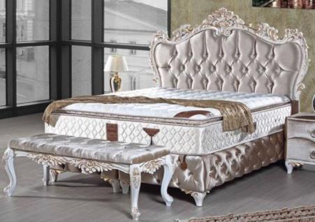 Casa Padrino Barock Doppelbett Silber / Weiß / Gold - Samt Bett mit Glitzersteinen und Matratze - Schlafzimmer Möbel im Barockstil