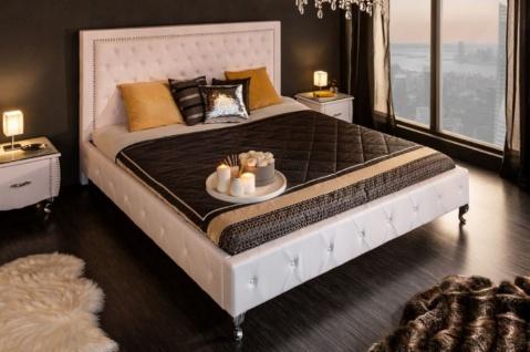 Casa Padrino Chesterfield Kunstleder Doppelbett Weiß / Silber 190 x 215 x H. 130 cm - Massivholz Bett mit Kopfteil - Chesterfield Schlafzimmer Möbel