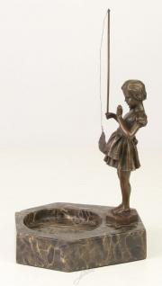 Casa Padrino Luxus Aschenbecher mit Bronzefigur Mädchen mit Angel Bronzefarben / Grau 16, 4 x 15, 1 x H. 22, 3 cm - Luxus Dekoration - Vorschau 3