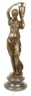 Casa Padrino Jugendstil Bronzefigur Frau mit Urne Bronze / Grau 21, 5 x 21, 5 x H. 74, 5 cm - Elegante Dekofigur mit Marmorsockel