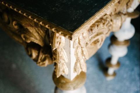 Casa Padrino Luxus Barock Konsole mit Marmorplatte Antik Weiß / Antik Gold / Schwarz 190 x 62 x H. 92 cm - Handgefertigter Antik Stil Konsolentisch - Vorschau 3