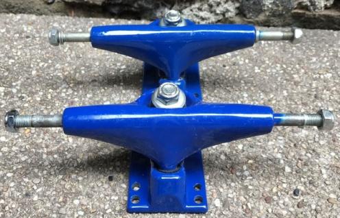 V-Skateboard Achsen Set Blau 7.5 inch - Lagerware mit leichten Kratzern