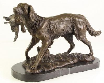 Casa Padrino Luxus Bronze Skulptur Jagdhund Bronze / Gold / Schwarz H. 28 cm - Bronzefigur mit Marmorsockel