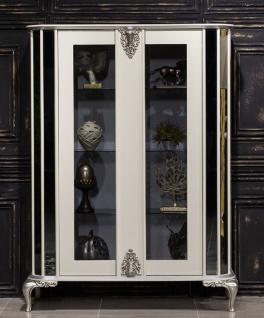 Casa Padrino Luxus Barock Vitrine Weiß / Silber - Verspiegelter Massivholz Vitrinenschrank mit 2 Türen - Prunkvolle Barock Möbel