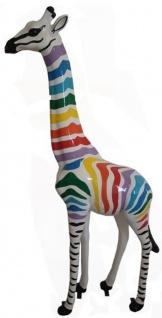 Casa Padrino Designer Deko Giraffe mit Streifen Weiß / Mehrfarbig H. 205 cm - Riesige Dekofigur - Gartendeko Skulptur - Gartenfigur