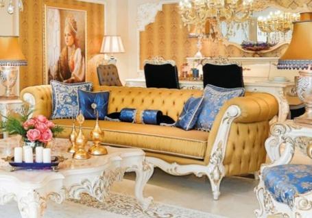 Casa Padrino Luxus Barock Chesterfield Wohnzimmer Sofa Gold / Weiß / Gold 300 x 110 x H. 80 cm - Prunkvolles Sofa im Barockstil - Edle Barock Wohnzimmer Möbel