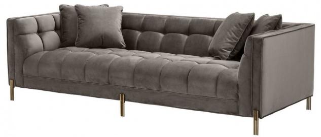 Casa Padrino Luxus Samt Sofa mit 4 Kissen Grau / Messingfarben 231 x 95 x H. 68 cm - Wohnzimmer Sofa - Luxus Qualität