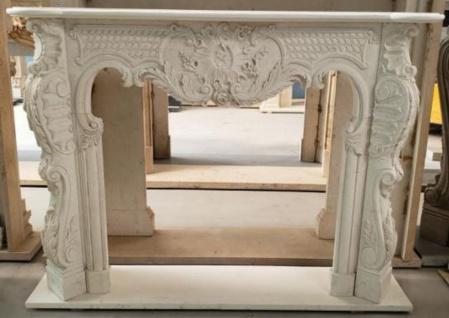 Casa Padrino Luxus Barock Kaminumrandung Cremefarben 180 x 35 x H. 130 cm - Prunkvolle Kaminumrandung aus hochwertigem Marmor - Deko Accessoires im Barockstil