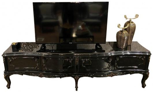 Casa Padrino Luxus Barock TV Schrank Schwarz / Antik Gold 222 x 50 x H. 62 cm - Edler Fernsehschrank mit 4 Türen und Glasplatte - Hochwertige Wohnzimmer Möbel im Barockstil