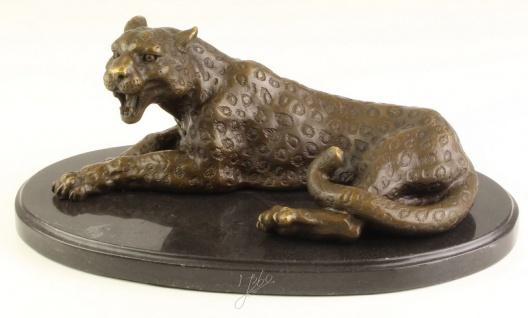 Casa Padrino Luxus Bronzefigur / Skulptur Leopard auf Marmorsockel 28, 4 x 16, 5 x H. 11, 4 cm - Wohnzimmer Dekoration