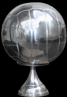 Casa Padrino Fußball Skulptur auf Sockel aus poliertem Aluminium Silber Deko Fußball Art Deco Dekoration Ball Figur