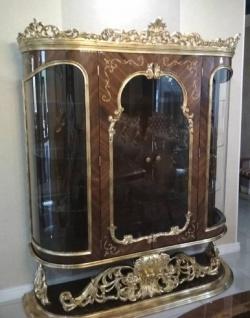 Casa Padrino Luxus Barock Vitrine Braun / Antik Gold - Prunkvoller Massivholz Vitrinenschrank mit 2 Türen - Handgefertigte Barock Möbel