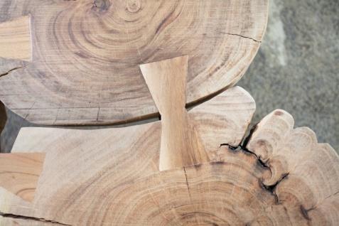 Casa Padrino Designer Massivholz Couchtisch Akazie Natur 115 x H. 40 cm - Massivholz - Salon Wohnzimmer Tisch - Unikat - Vorschau 2