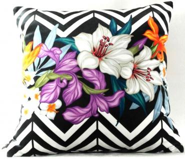 Casa Padrino Wohnzimmer Kissen Georgia Flowers Schwarz / Weiß / Mehrfarbig Lilie 45 x 45 cm - Feinster Samtstoff - Luxus Deko Accessoires