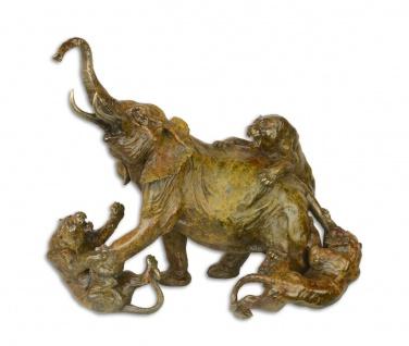 Casa Padrino Luxus Bronzefigur Elefant von Löwen angegriffen 21 x 37, 8 x H. 34, 1cm - Bronze Skulptur - Dekofigur - Deko Accessoires