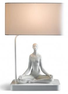 Casa Padrino Luxus Tischleuchte Grau / Weiß 38 x 20 x H. 54 cm - Designer Tischlampe mit dekorativer Yoga Porzellan Figur