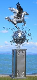 Casa Padrino Luxus Edelstahl Garten Skulptur Pegasus Pferd auf Säule Silber 103 x 108 x H. 218 cm - Handgefertigte Wetterbeständige Garten Dekoration