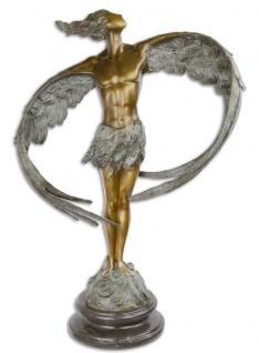 Casa Padrino Luxus Bronze Skulptur Mann mit Flügeln Bronze / Grau / Schwarz 52 x 24, 1 x H. 77, 6 cm - Bronzefigur mit Marmor Sockel