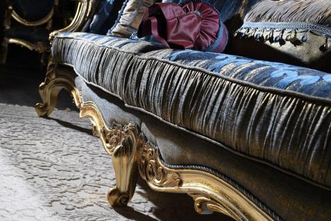 Casa Padrino Luxus Barock Wohnzimmer Set - 1 Chesterfield Sofa Dunkelblau / Antik Gold & 1 Couchtisch Weiß / Antik Gold - Wohnzimmermöbel - Barockmöbel - Vorschau 3