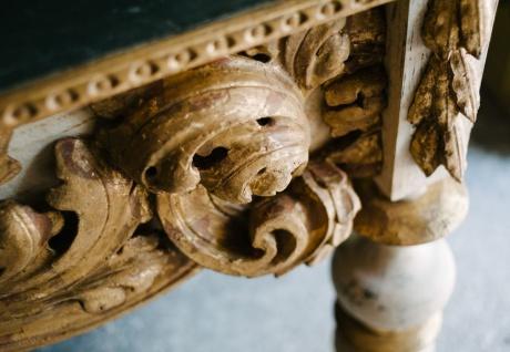Casa Padrino Luxus Barock Konsole mit Marmorplatte Antik Weiß / Antik Gold / Schwarz 190 x 62 x H. 92 cm - Handgefertigter Antik Stil Konsolentisch - Vorschau 2